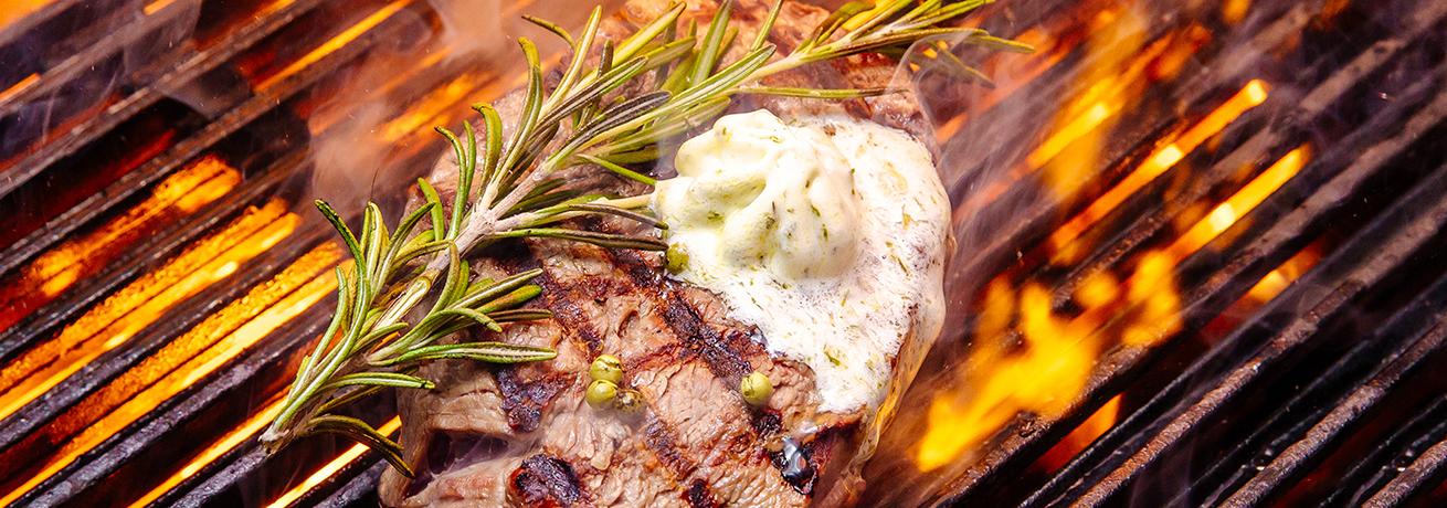 Am Chappeli Fleisch auf dem Grill